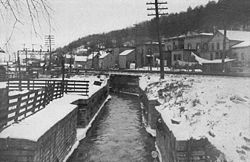 A photo in the early 1900s of the locks at Little Falls.